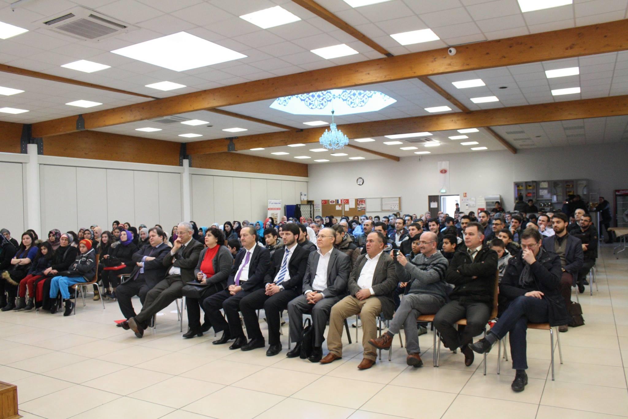 """15 01 2015 """"Göç ve Eğitim"""" konulu konferanstan görüntü."""