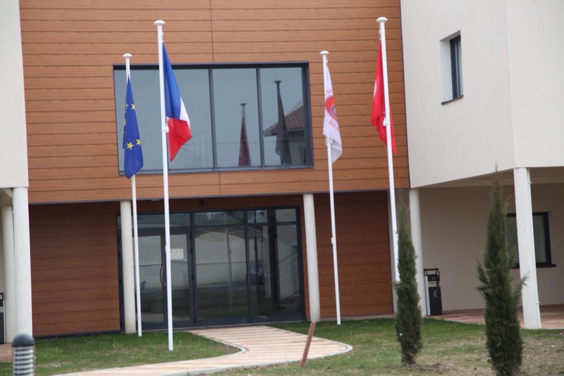 Lyon DİTİB ana giriş kapısı